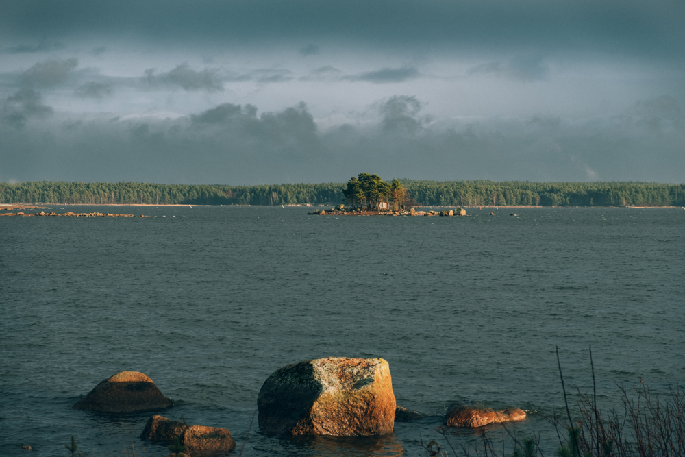 Finland share with Russia the second longest European border, 1340km. The small island in the frame is the last Finnish piece of land before Russia. Buoys in the water mark the exact border points.