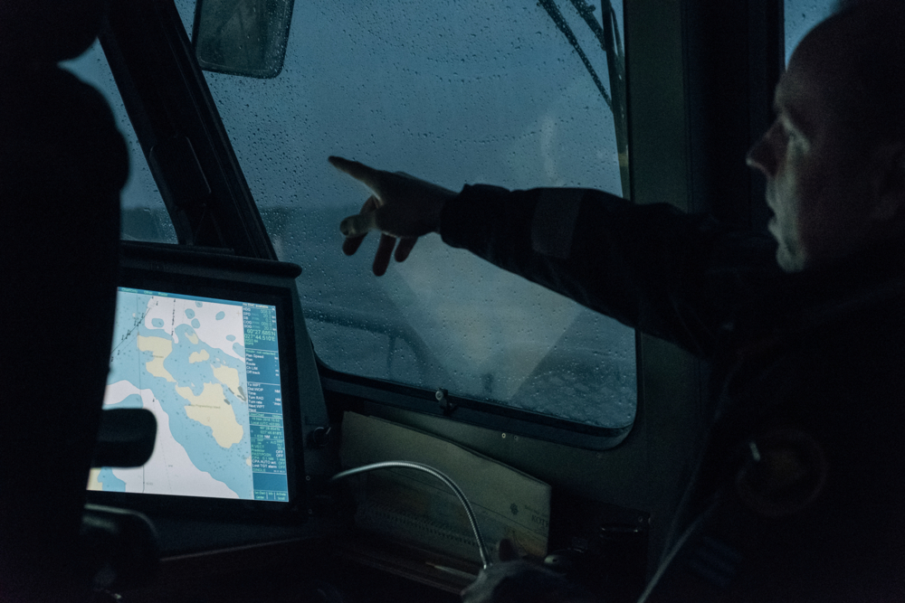 Antti a 45 years old officer, gives indication to the pilot during a sea patrol along the border with Russia. Patrols take place at different times of the day. Even if illegal crossings are very rare to happen, showing the Finnish presence to the Russians works as a deterrent.
