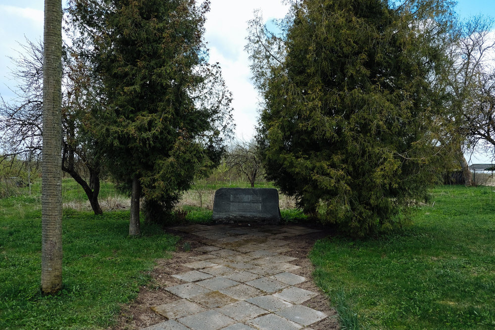 Skrudaliena - Latgale. A memorial, written also in Russian, remembers the killing of some farmers in the area during the war with Russia. The village has now officially only 186 inhabitants.