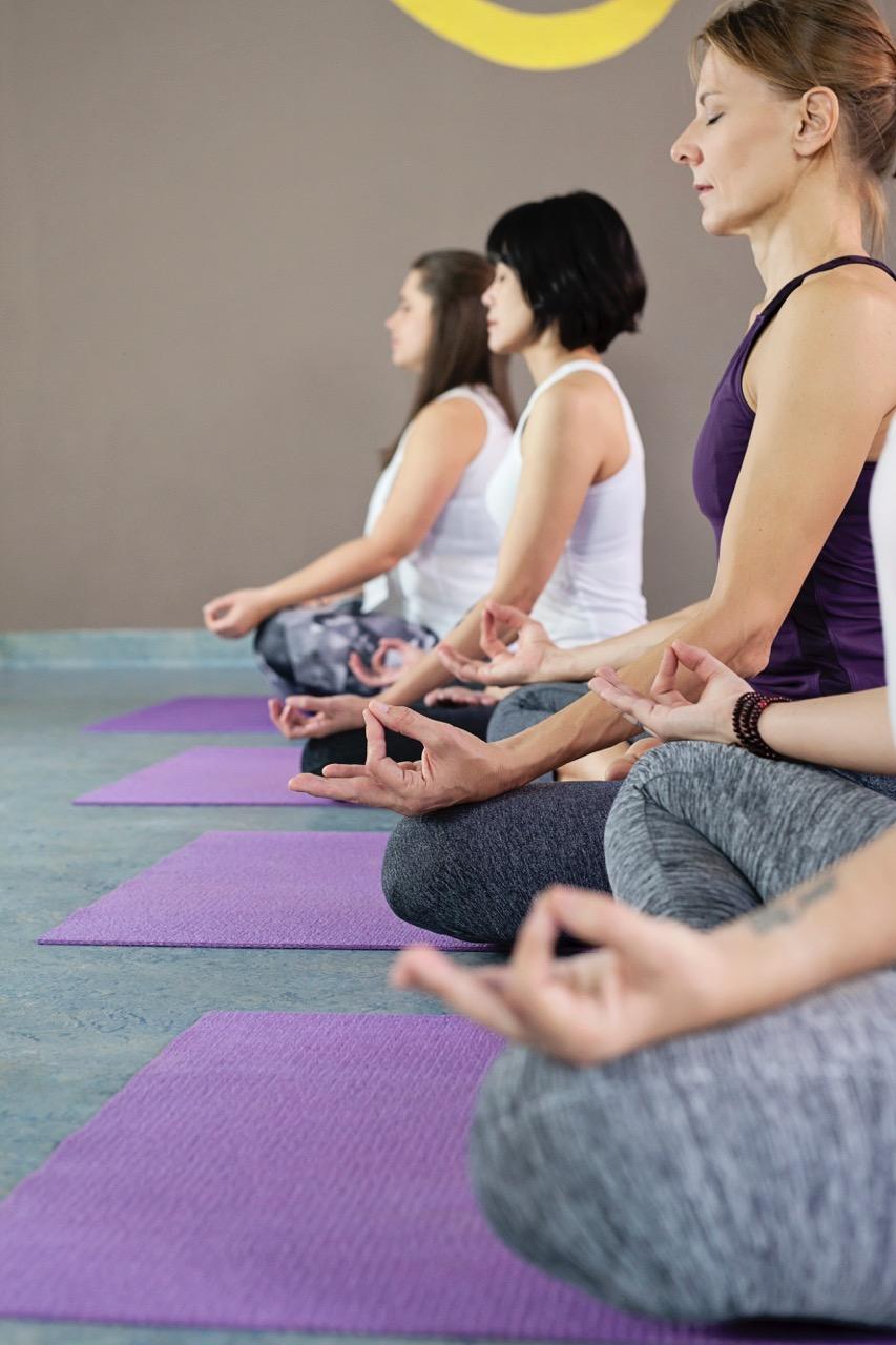 Sitzende Position beim Yoga