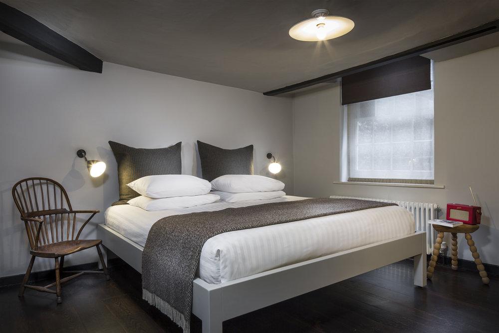 Main-Inn_Standard_Room-22.jpg