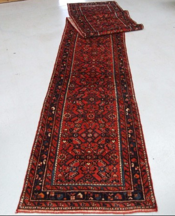 Traditional Hosseinabad Runner    Size Measurements: 505cm x 88cm