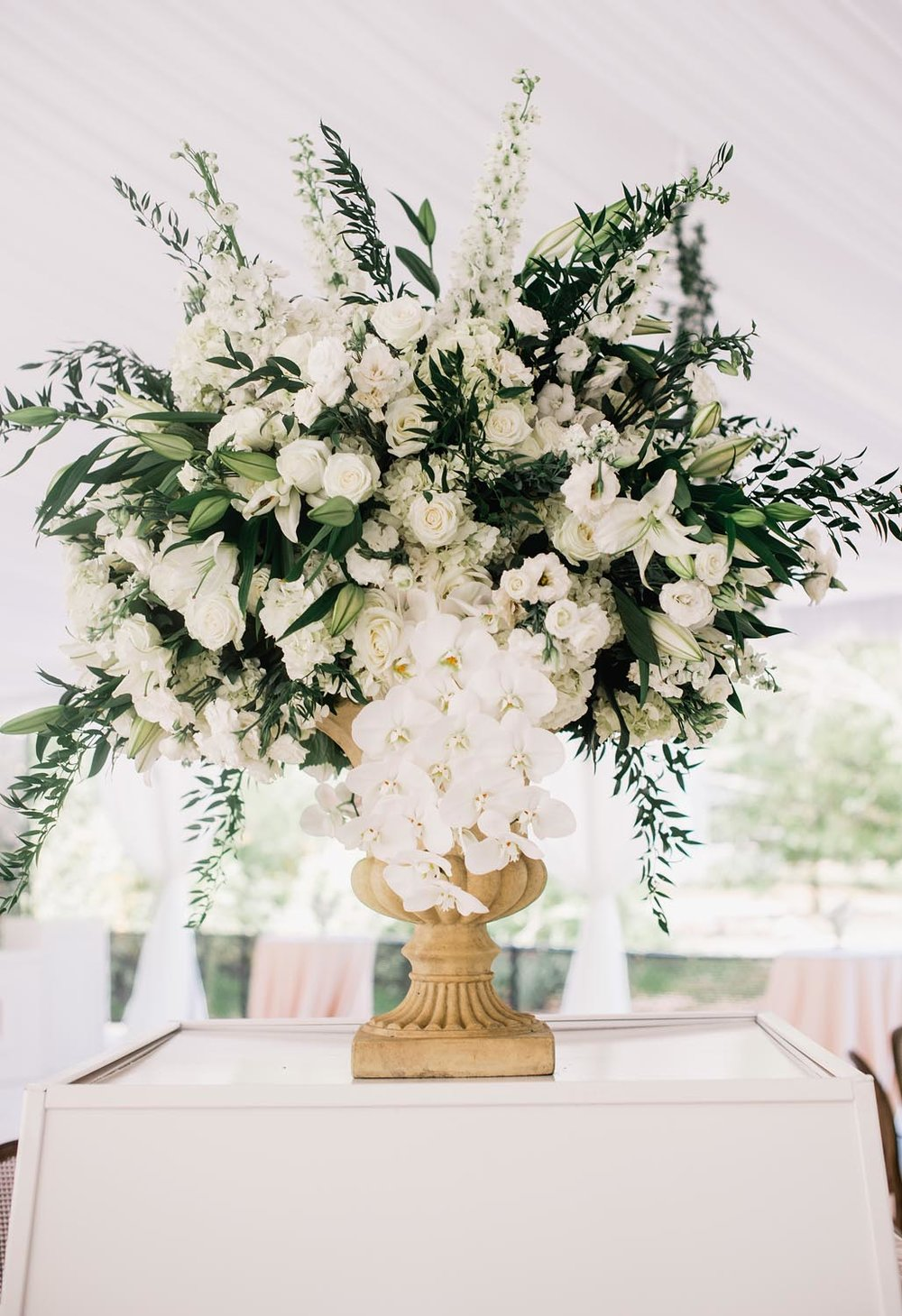 Looking for wedding venues in Charleston SC? A Charleston Bride is one of the top wedding planners in the world and creates classicly sophisticated events