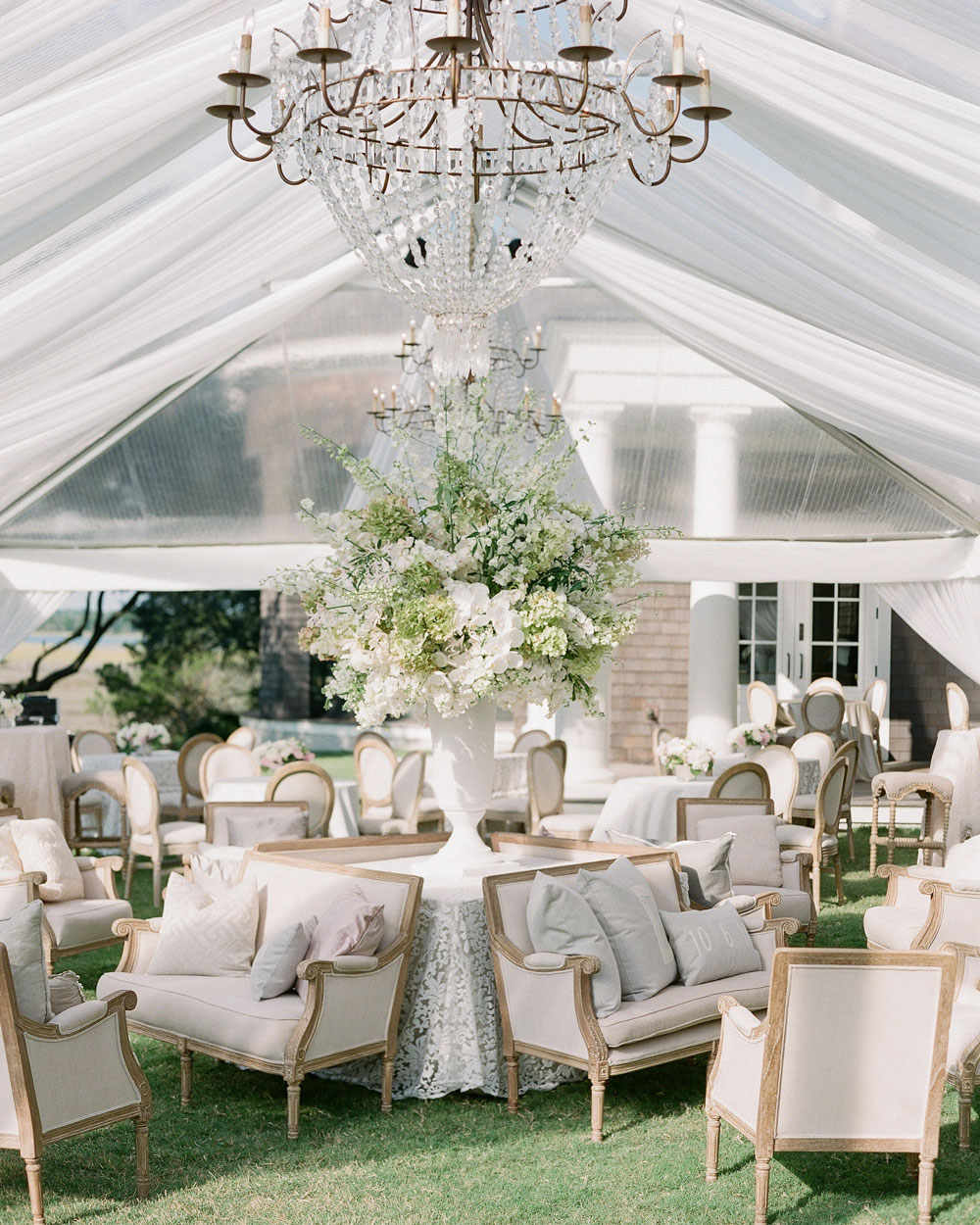 A Charleston Bride is a premier Charleston wedding planner who is known for transforming some of the most gorgeous wedding venues in Charleston SC
