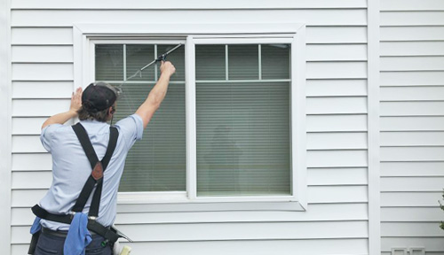 Clearly Windows technician cleans windows
