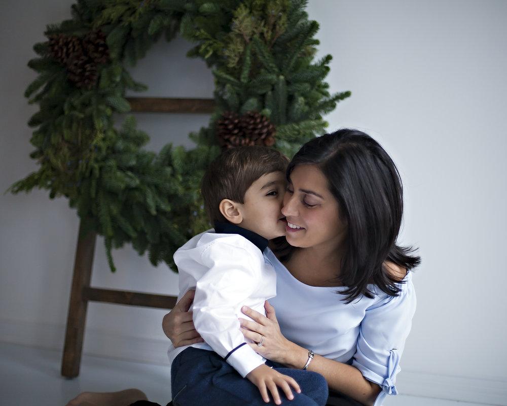 Mother_Son_Toronto_SantaSessions_Petra_King_Photography