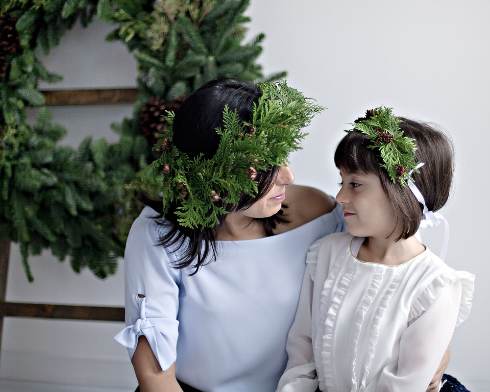 Mother_Daughter_Christmas_Floral_Crown_Portrait_Photographer_Petra_King