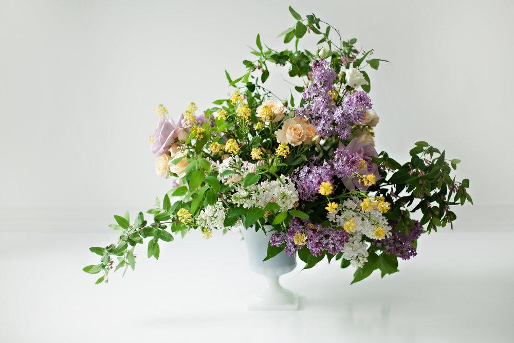 Fresh_Flowers_Arrangement_Maternity_Baby_Photographer