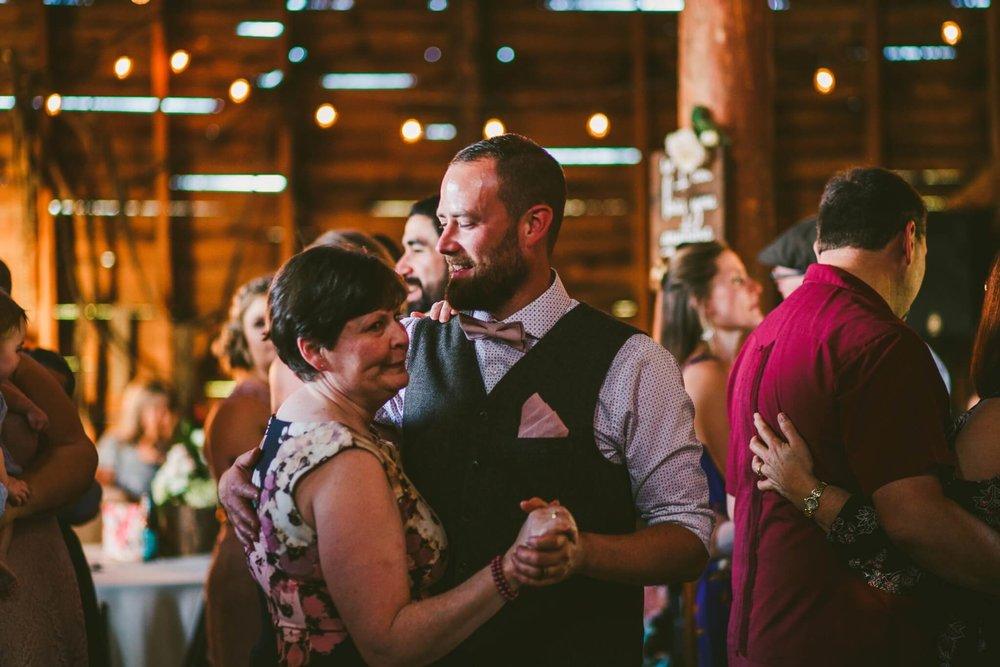 Spokane Barn Wedding (190).jpg