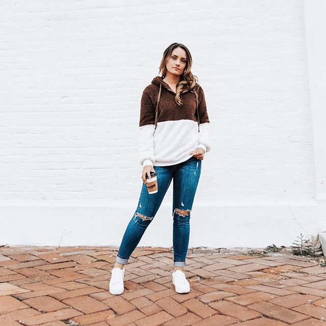 It's already March, but still feels like winter. I am so ready to do my Spring shopping, but I couldn't help & order this cozy sweater from @boutique.myla 😍 It's so comfy & I can wear it with anything! Use Code Tatyana15 to get 15% off yours! 😁 Photo Preset (CLEAN+BRIGHT) #tatyanazadorinpresets . . . . . . . . . #blogger#coffeerun#eurasiacoffeeandtea#blog#fashion#fashionblogger#style#lifestyleblogger#lifestyle#photographer#blogphotographer#travel#coffeetime#coffeeholic#contentcreator#selfie#boutiquemyla#minamalist#minamalistlife#missouriblogger