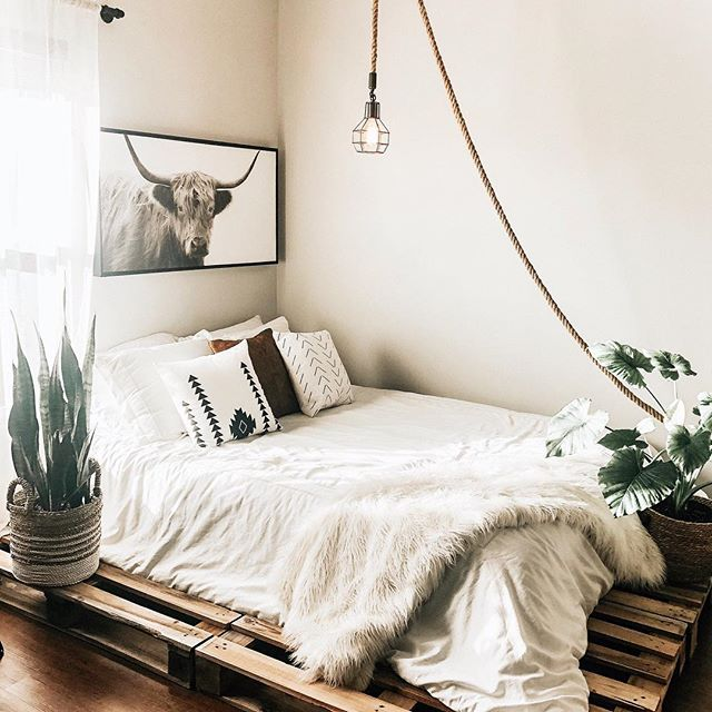 It's been so gloomy lately, love how my room feels so cozy! Have so much work & editing to get done today! Loving this filter? It's my CLEAN+BRIGHT Preset Pack 😁🌿 (Link In Bio) To Get Yours!  #tatyanazadorinpresets . . . . . . . . . #studiodecoration#bedroomdecor#bedroomgoals#palletbed#studiotour#bedroomtour#homedecor#homedecoration#targetstyle#homegoods#mystudio#lifestyleblogger#lifestyle#blogger#blog#travelblogger#travel#bedroomgoals#bedroom#interiordesign#minimalism#minimalist#minimalistliving#minimalisthome#minamalistlife