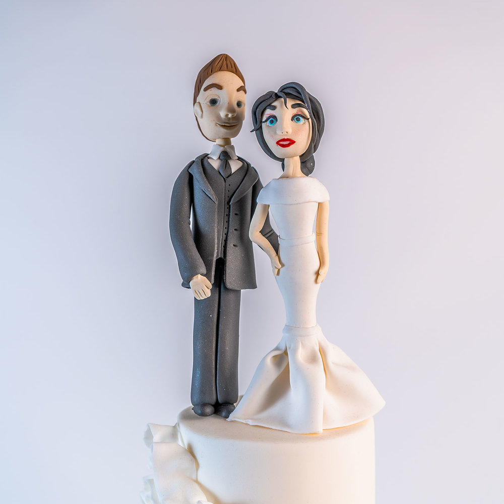Traditional-wedding-cake-topper