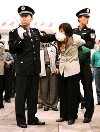 A Falun Gong practitioner is arrested in Beijing. (ClearWisdom.net/Wikimedia Commons)