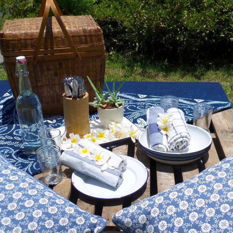 Rustic_picnic_setting.jpeg