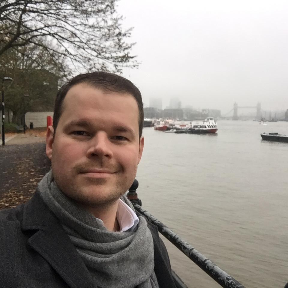 Stefan Finsinger - Blue Bee Gallery - Emerging Artist - Man in fron tof Thames