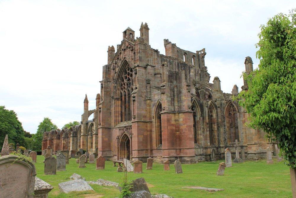 melrose-abbey-2360103.jpg