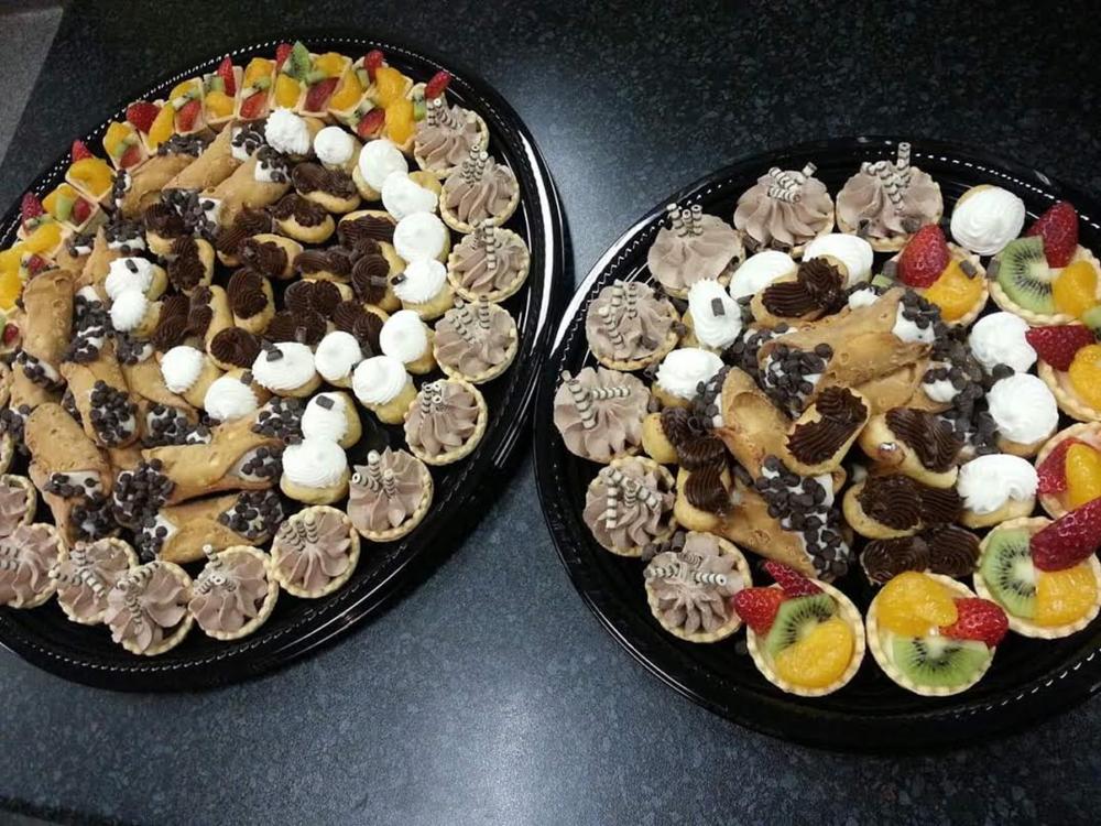 mini dessert trays.png