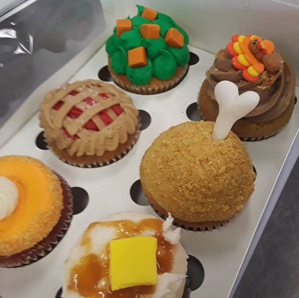 Cupcakes thanksgiving 2.JPG
