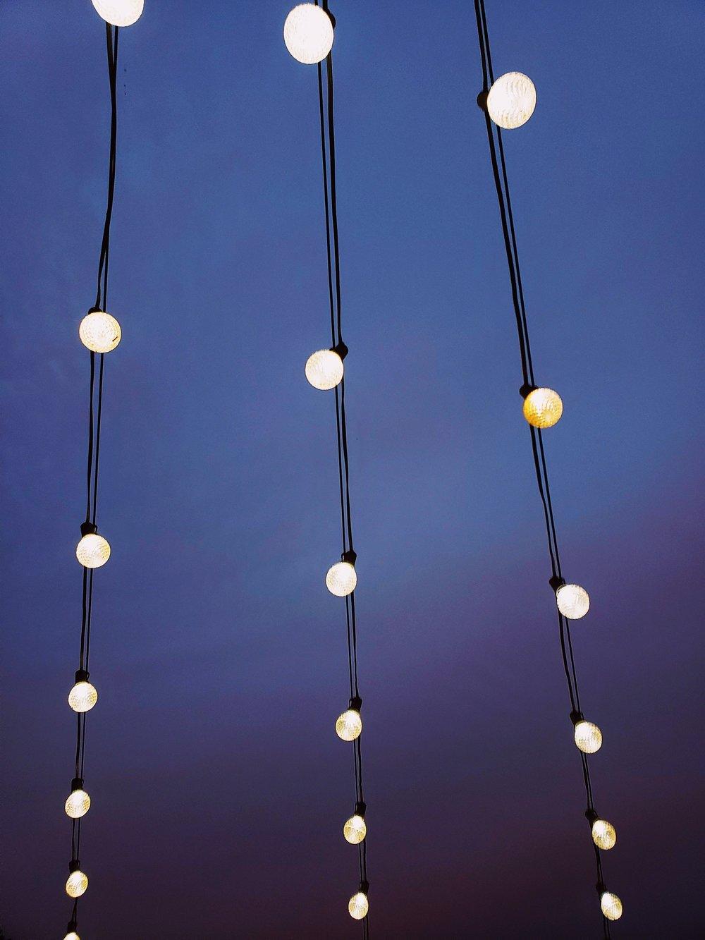 illuminated-light-bulbs-lights-1546605.jpg