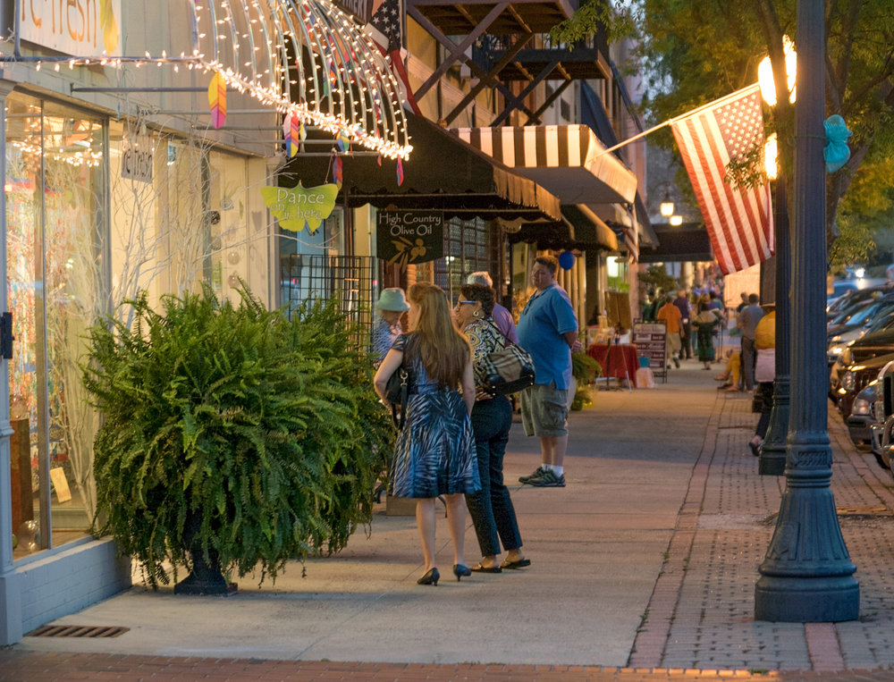 """Vibrant Downtown - In the heart of """"Thoroughbred Country."""""""