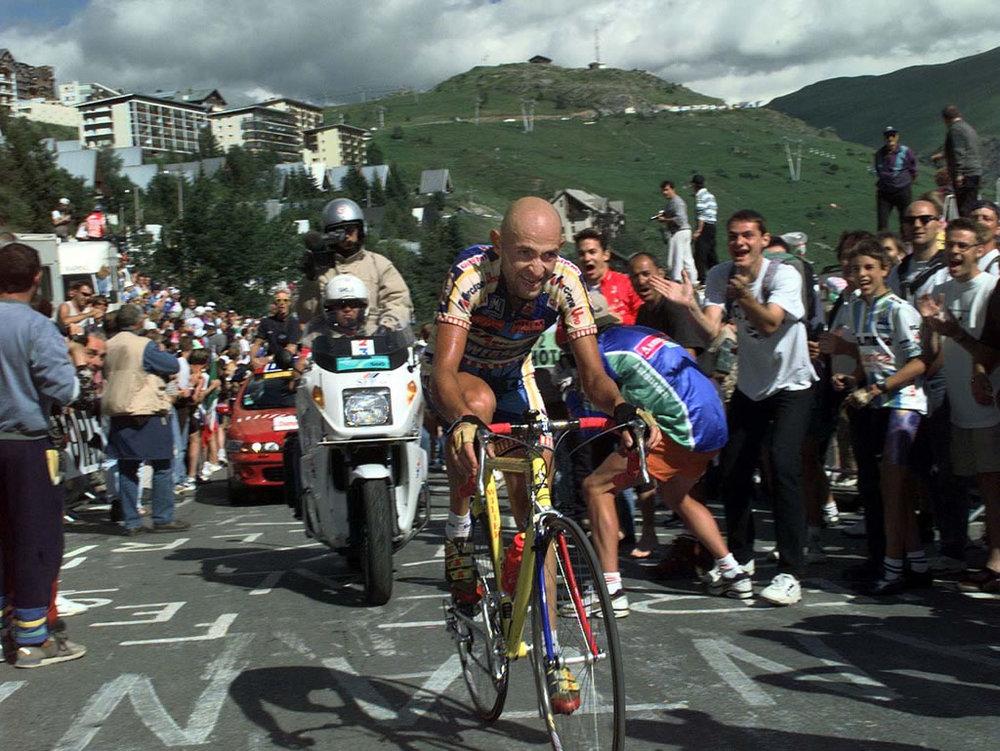"Legendär: Pantanis ""Tanz"" hoch nach Alpe d'Huez 1997 (Foto: Hein Ciere, Wikimedia, CC BY 3.0)"