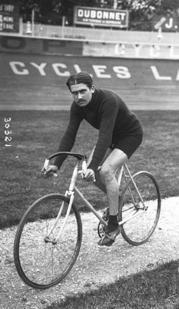 """- """"Die Tour de France ist wie der Kreuzweg, oder eher noch schlimmer, denn dieser hat 14 Stationen, unserer aber 15. Wir leiden von Anfang bis Ende""""Henri Pélissier, Gewinner der Tour de France 1923"""