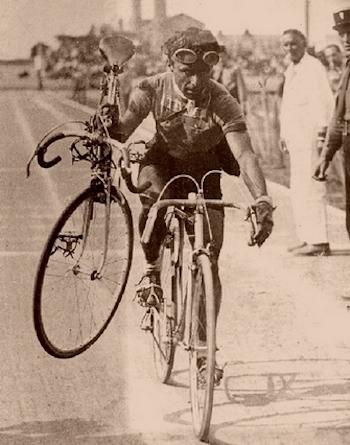 """- """"Radfahren ist kein Spiel, sondern ein Sport. Tough, schwer und ohne Gnade, erfordert es große Opfer. Man spielt Fußball, Tennis oder Hockey. Aber man spielt nicht beim Radsport.""""Jean de Gribaldy, französischer Profi von 1945-1954, Sportlicher Leiter von 1964-1986"""