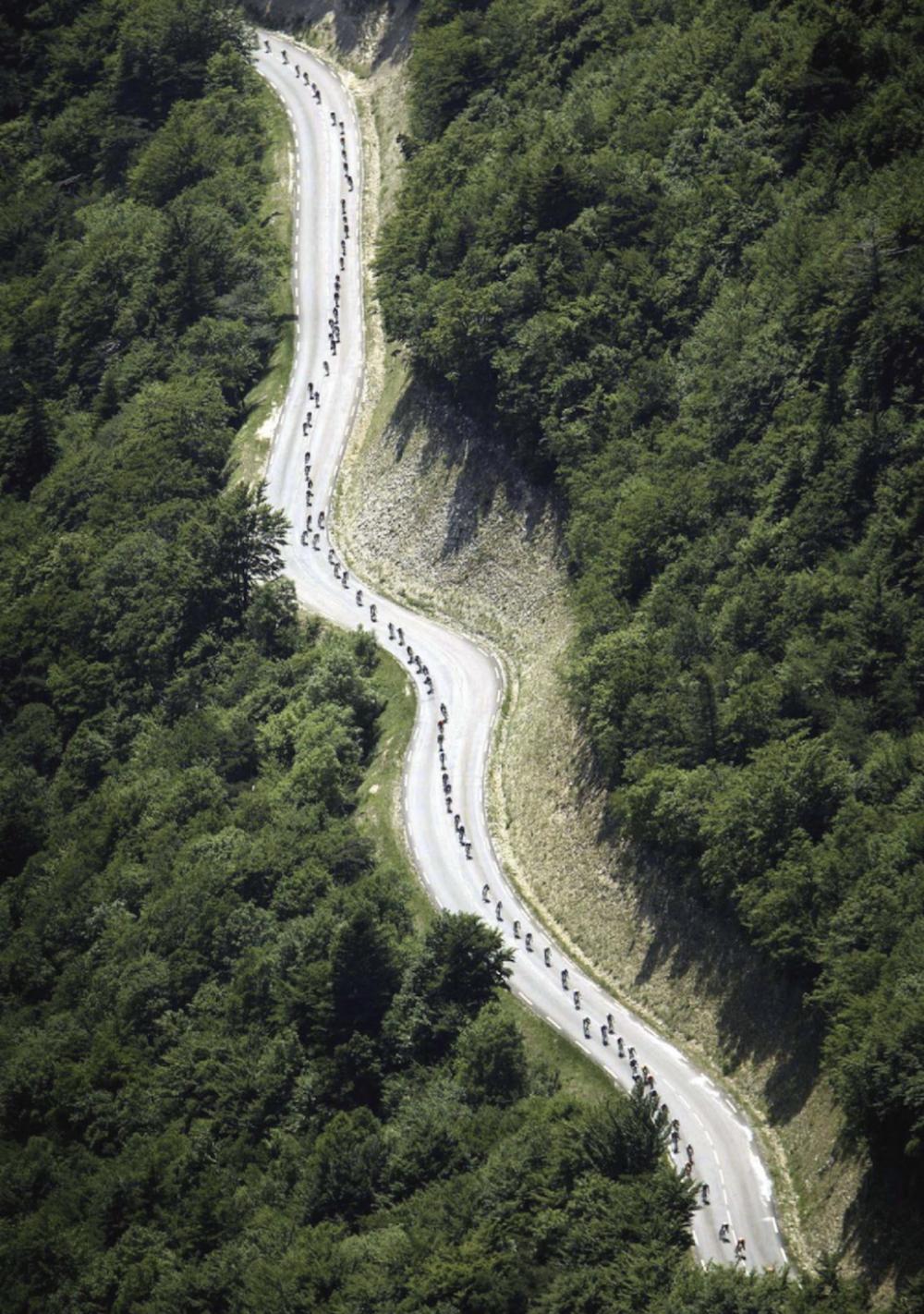 ...eine Luftaufnahme bei der Dauphiné Libéré, dem Vorbereitungsrennen zur Tour de France.