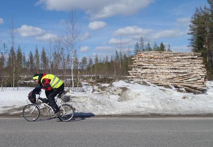 In Finnland meisterte Moore die Einsamkeit auf dem Rad und eine gefährliche Unterkühlung.