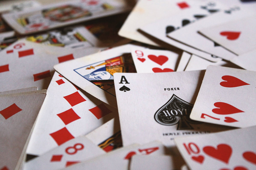 CARDS & GAMES -