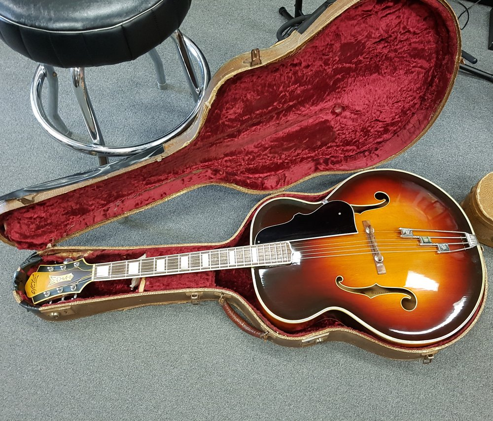 1950 Maton Mayfair