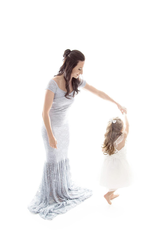 Angie_Englerth_Lancater_Maternity_Photographer_Wardobe_Blue_001.jpg
