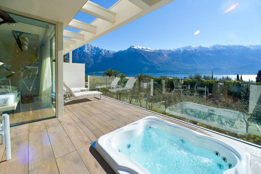 park_hotel_imperial_camera_deluxe_suite_vista_lago105.jpg