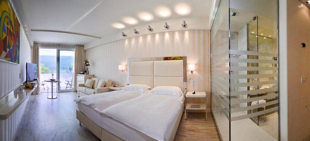 park_hotel_imperial_camera_junior_suite_hotel_lake_view300.jpg