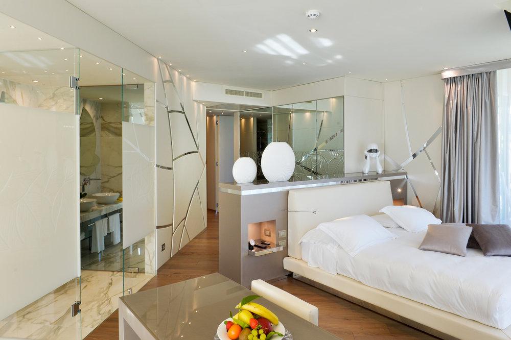 park_hotel_imperial_lake_garda_camera_deluxe_suite_lake_view108.jpg