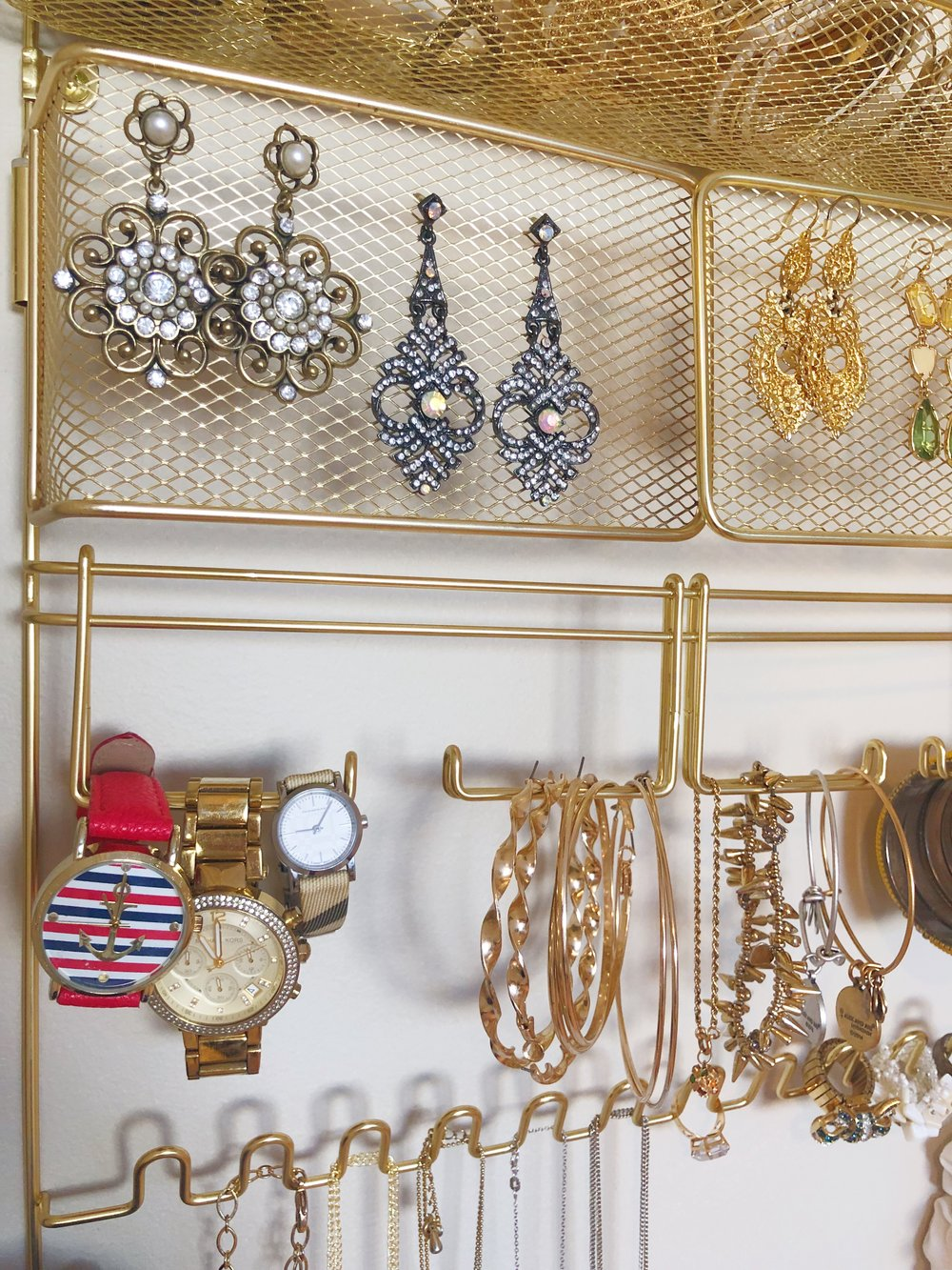jewellery displays - There are countless options of ways to organize your jewelry nowadays. From DIYs to display cases- the possibilities are endless. And it's even more fun when you can beautifully display your special pieces.