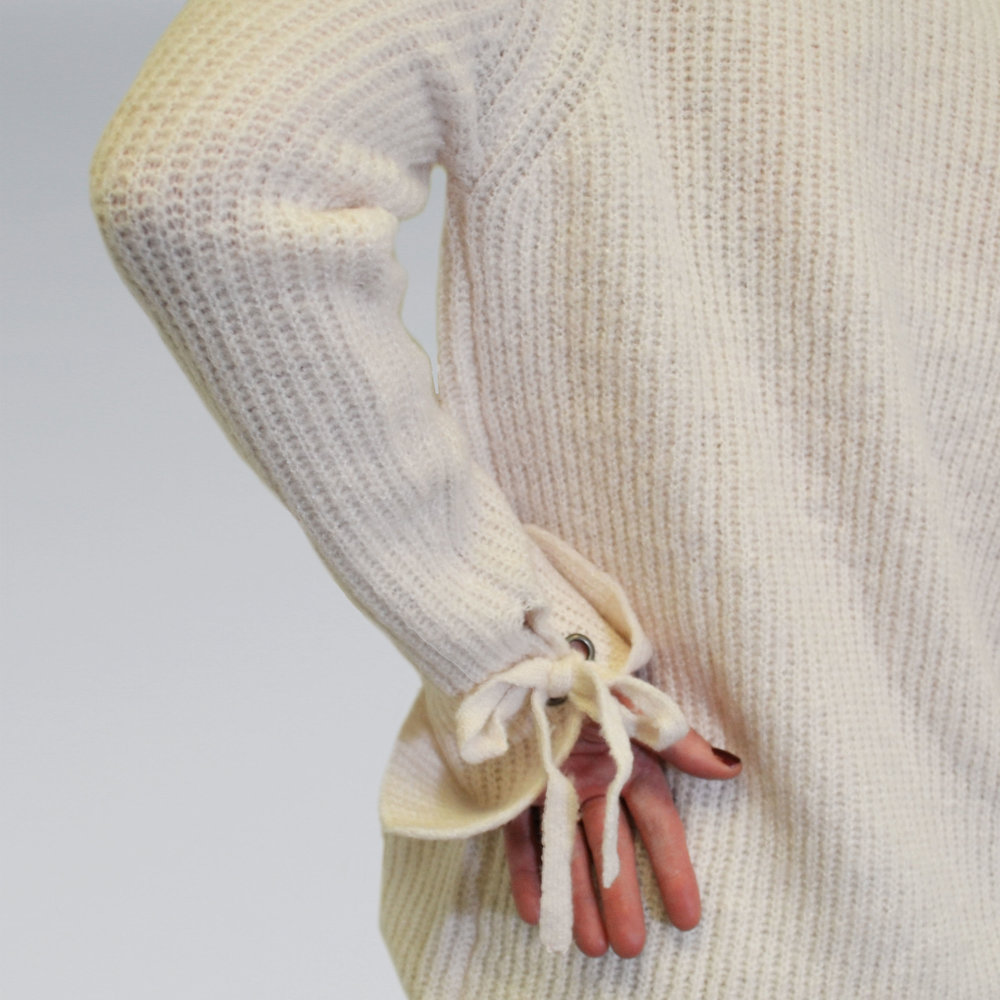 cream sweter-detail.jpg