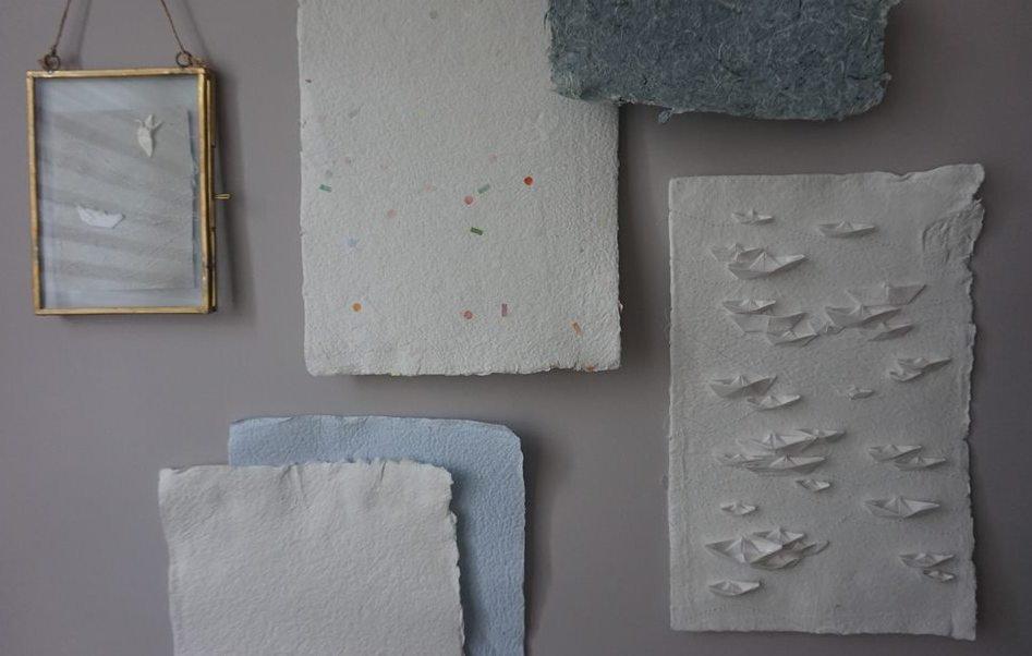 Detalle de traballo cos papeis artesás elaborados por APAMP, Vigo.