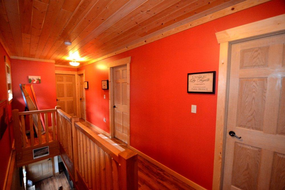 DSC_6398 - upstairs hallway.jpg