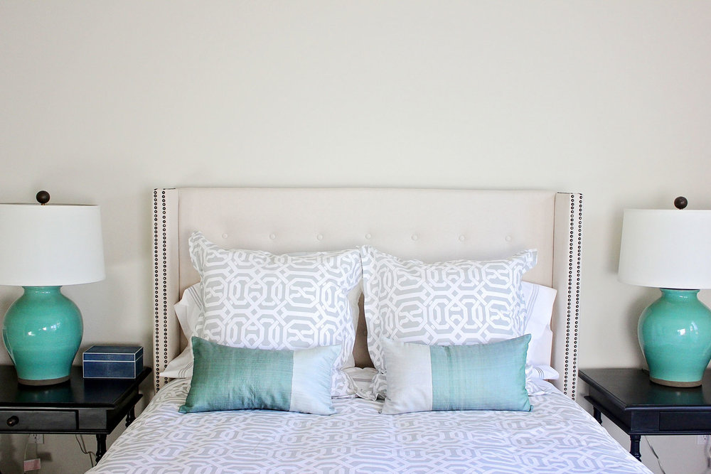 contemporary-master-bedroom-beach-cottage-decor-rollins-andrew.jpg