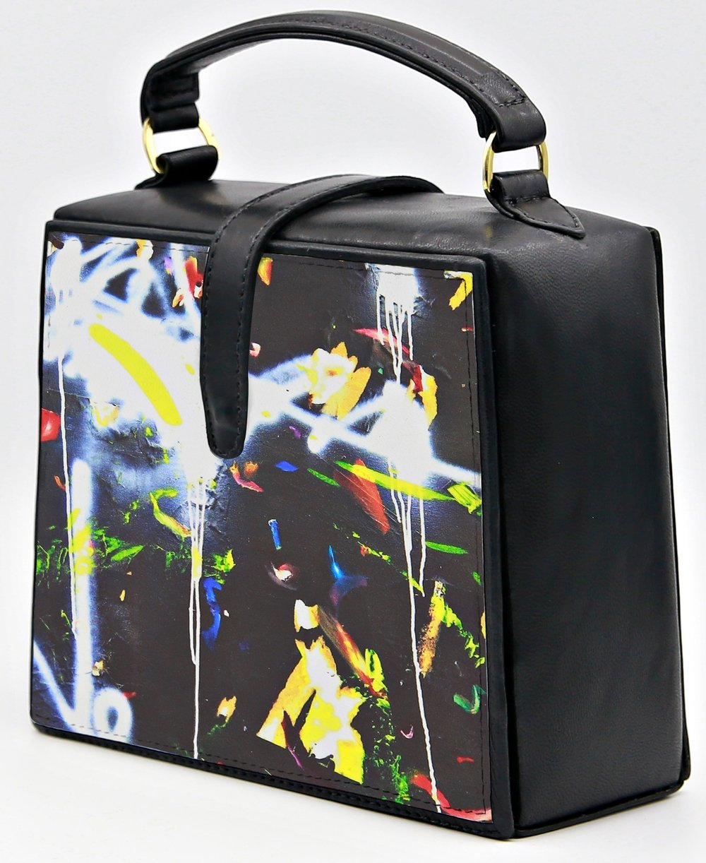 Graffiti Trapeze Bag Nir-Look-CROP.jpg