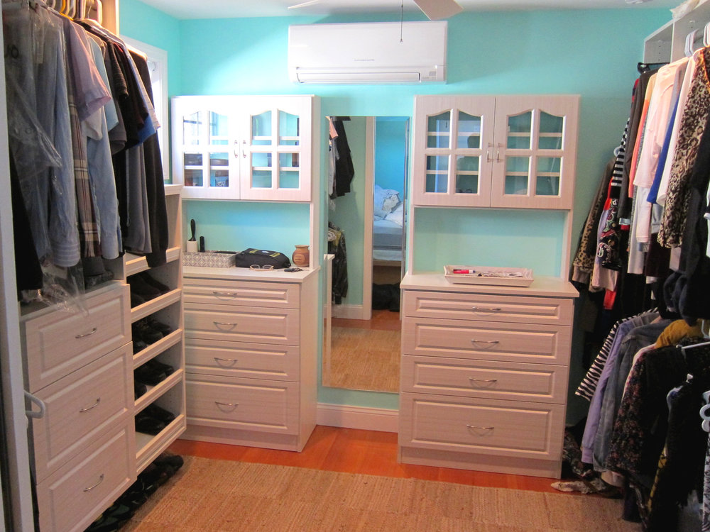 Hutch Dressers with Glass Doors