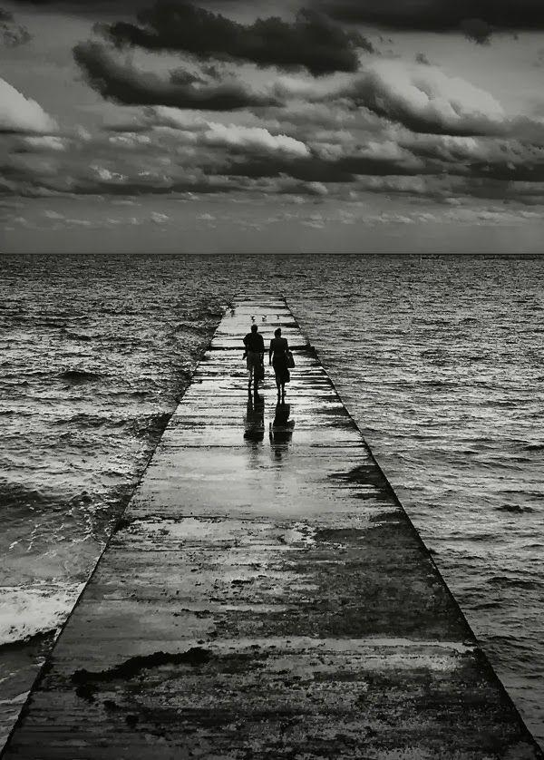 3620b76a19d40257112d2d90e30ee7e1--sea-photography-black-white-photography.jpg
