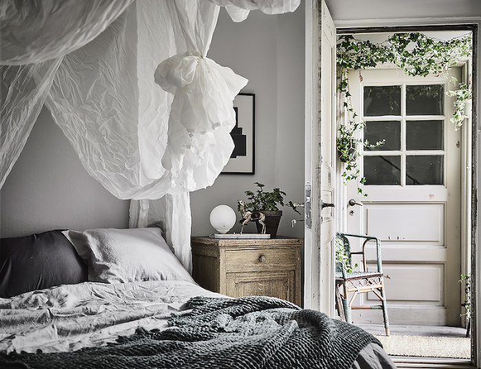 canopy-bedroom-swedish-apartment.(pp_w700_h536)