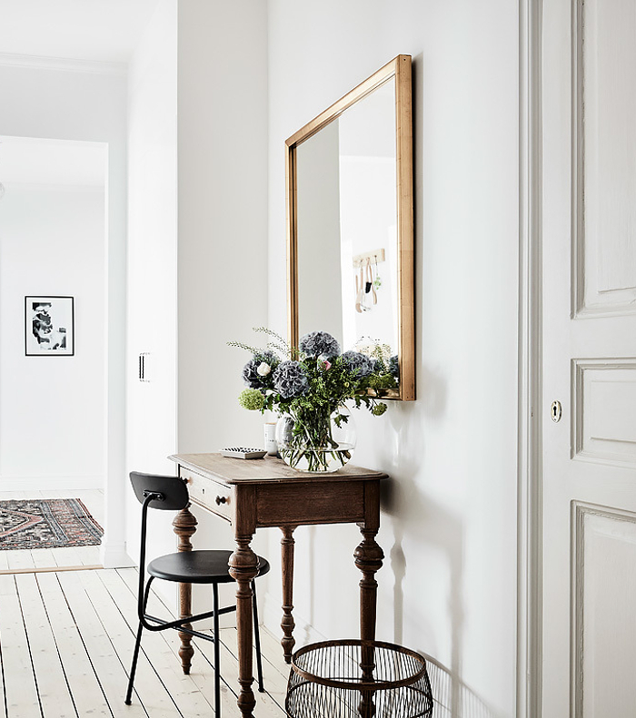 entrance-swedish-apartment.