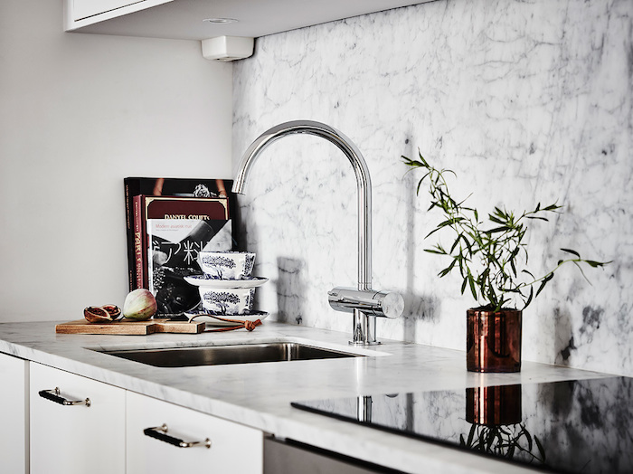 marble-counters-swedish-apartment.