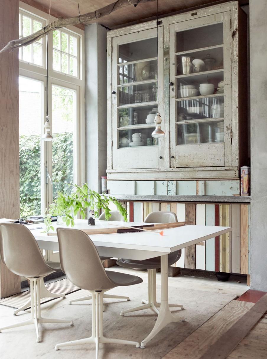 naarden-hoekwoning-eetkamer-sloophouten-servieskast-eettafel