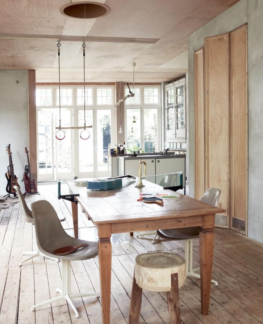 naarden-hoekwoning-vintage-eetkamer-houten-eettafel
