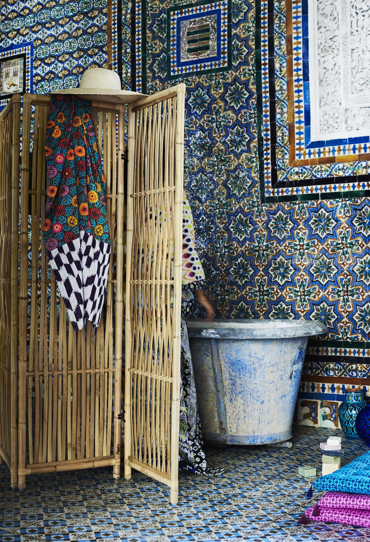 Jassa, Ikea newest collaboration between Piet Hein Eek and four of its own designers, is set to hit the shops in March and I am seriously excited! It is a limited edition collection with some very cool boho vibes.