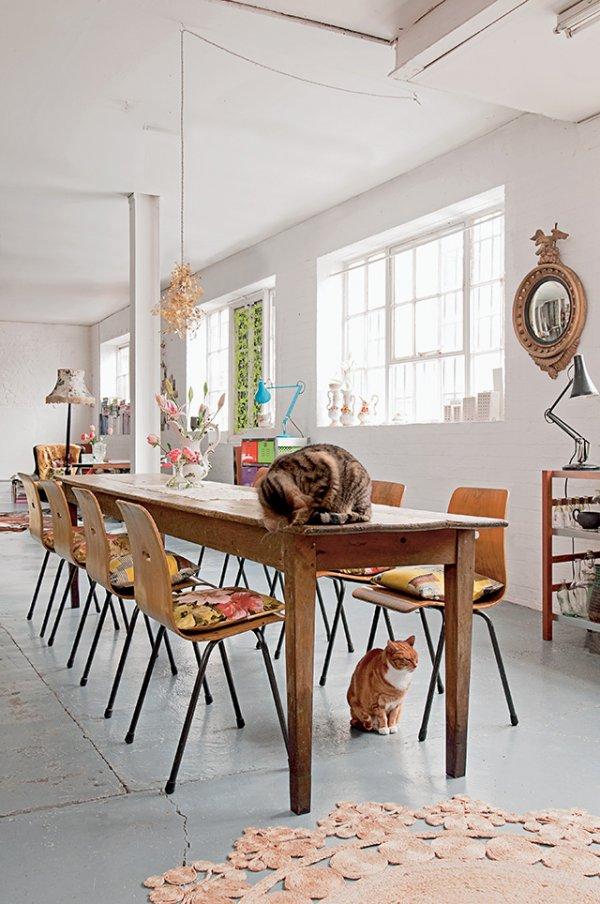 salle_a_manger_avec_table_en_bois